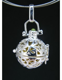Colgante llamador de ángeles 1 con cabujón de olivino (baño de plata)