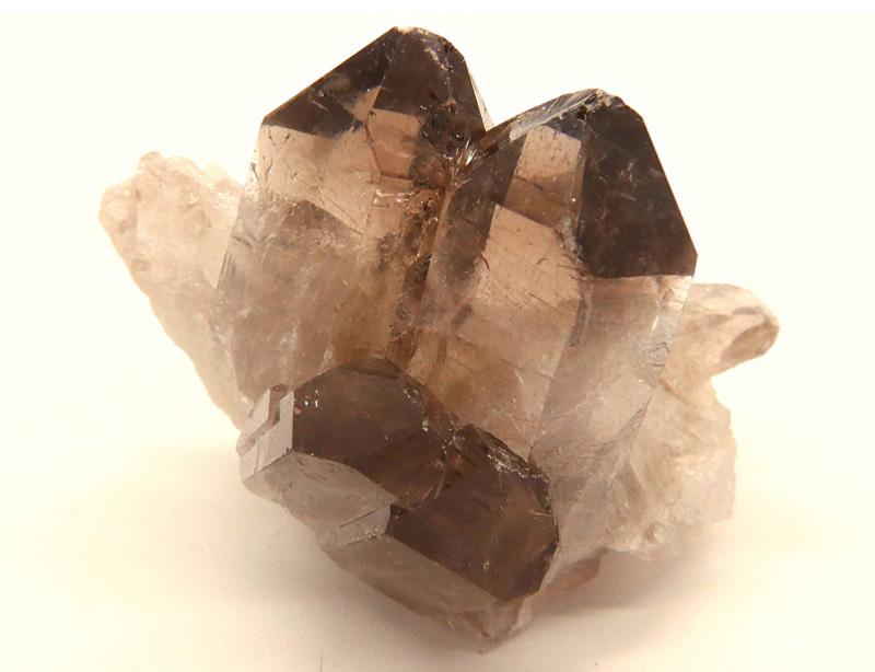 cuarzo ahumado mineral